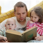 Weekend Moment / Kids Reading The Hobbit with Daddy